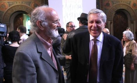 Los fiscales Mena (izda.) y Villarejo, dos de los firmantes del manifiesto.   Quique García
