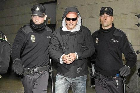 El ex agente de la Udyco Lars Sepúlveda, en una de sus comparecencias en el juzgado. | C. M.