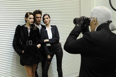 Karl Lagerfeld (d), en el último número de la revista. | Marie Claire