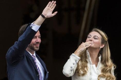 El Príncipe Guillermo y su esposa, a su llegada a la boda civil. | AFP MÁS FOTOS