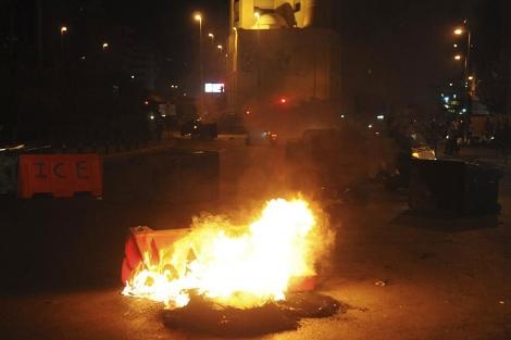 Protestas suníes en una calle de Beirut. | Reuters