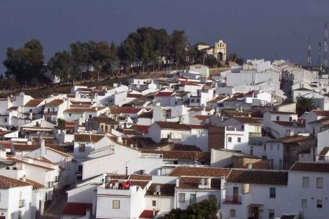 Vista del pueblo de Colmenar con la ermita al fondo. | ELMUNDO.es