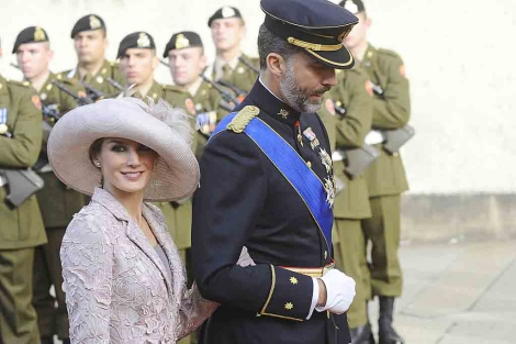 Don Felipe y la Princesa Letizia, a su llegada a la catedral de Luxemburgo. | Gtres