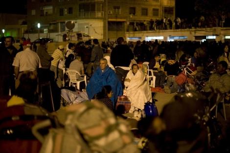Habitantes de Lorca momentos después del terremoto. | E.M.