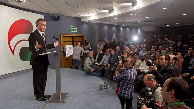 Iñigo Urkullu comparece ante los medios tras conocer los resultados oficiales.   Iñaki Andrés