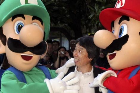 El japonés Shigeru Miyamoto con Mario y Luigi. | Efe