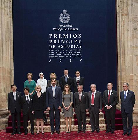 Foto de los Príncipes de Asturias con los galardonados. | Reuters