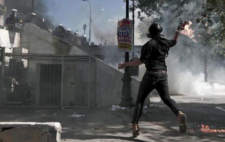 Disturbios frente al Parlamento griego el pasado 18 de octubre. | Efe