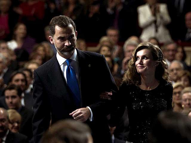 Los Príncipes de Asturias, en el Teatro Campoamor de Oviedo. | Efe / Emilio Naranjo.