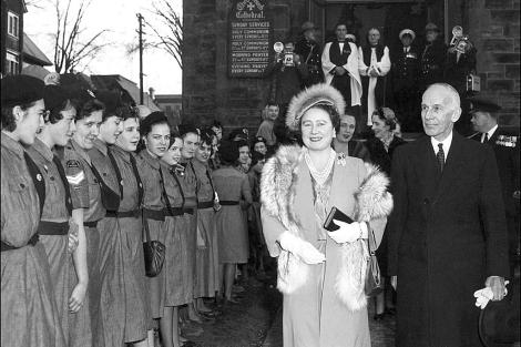 La Reina Madre, durante un viaje oficial a Canadá en los años 50. | Gtres