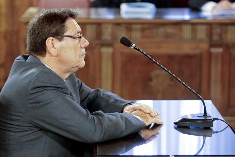 Hernández Mateo, sentado en el banquillo de los acusados. | Efe