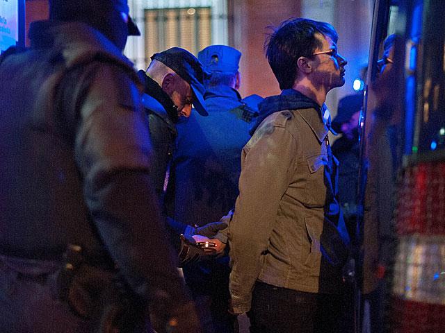 La Policía detiene a un manifestante del 27-O. | Gonzalo Arroyo. MÁS FOTOS