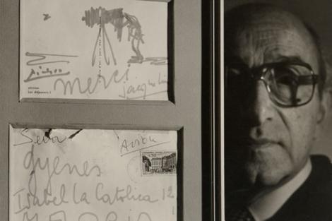 Gyenes con la dedicatoria de Picasso y de Jacqueline. | Juan Gyenes