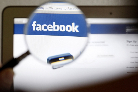 Un ordenador muestra la página de Facebook. | Reuters