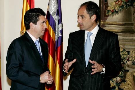 Jaume Matas y Francisco Camps, en una reunión en Palma en 2005. | Efe