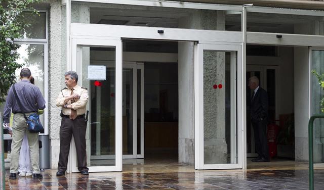 Puerta de acceso del edificio de la Conselleria de Bienestar Social. | Benito Pajares