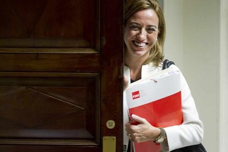 Carme Chacón, ayer, en los pasillos del Congreso. | Gonzalo Arroyo