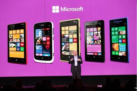 Steve Ballmer presenta los teléfonos con Windows Phone 8.   Afp