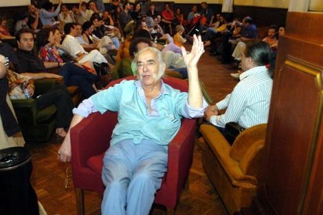 Agustín García Calvo, en el Ateneo de Madrid en 2004.   C. Miralles