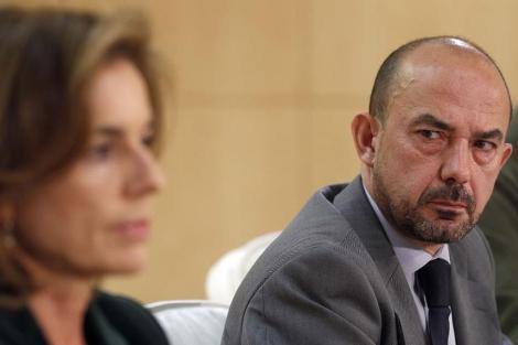 Villanueva, junto a la alcaldesa, en la rueda de prensa del viernes sobre el Madrid Arena. | E.M.