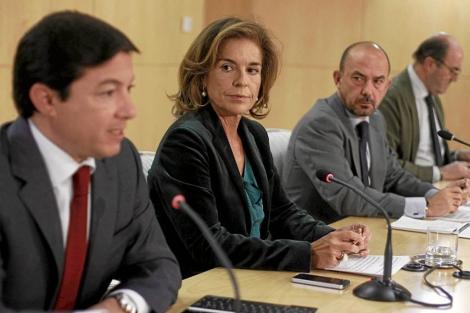 Calvo, obervado por Botella y Villanueva en la rueda de prensa del jueves. | E.M.