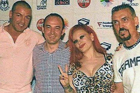 Flores (Primero de la izquieda), junto al vicealcalde de Madrid. | Vanity Gay