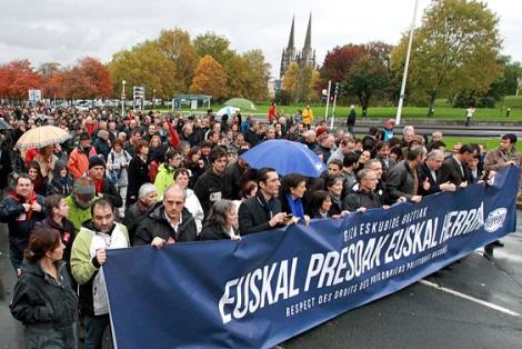 Manifestación por los presos en Baiona.|Efe
