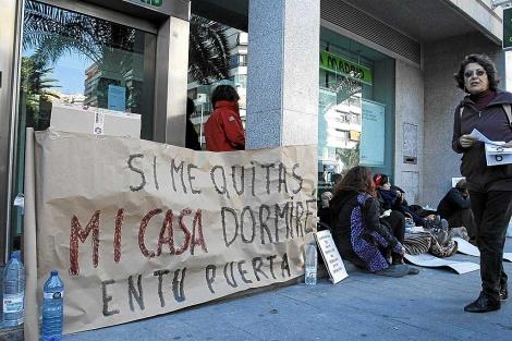 Protesta contra un desahucio en Alicante. | Roberto Pérez.
