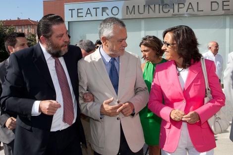 Antonio Sánchez Villaverde, a la izquierda, acompañado por Griñán y Rosa Aguilar. | M. Cubero