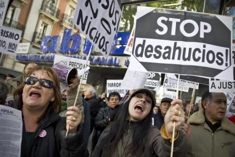 Protesta de la plataforma Stop Desahucios en Madrid. | Foto: A. DiLolli