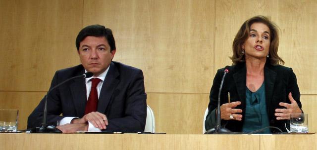 Pedro Calvo (izda.), junto a Ana Botella en la comparecencia del pasado día 2. | Foto: Javier Barbancho