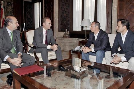 El presidente Fabra junto a responsables de Ikea en una de las reuniones de este año | E.M.
