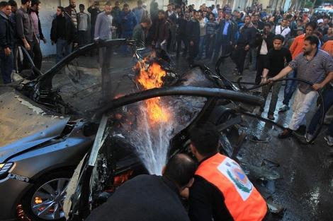 El vehículo atacado del fallecido Ahmad Jabary.   Afp