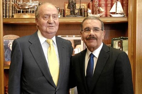 El Rey junto al presidente dominicano, Danilo Medina, este jueves.| Foto: Efe