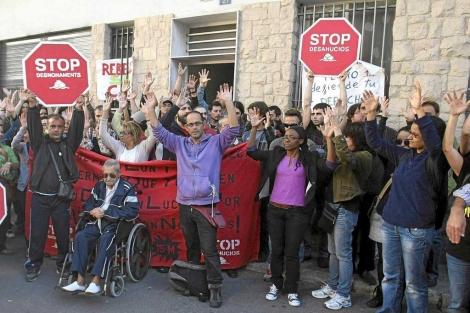 Protesta contra los desahucios en Alicante. | Efe