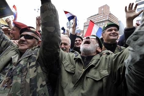 Veteranos croatas celebran la absolución de Gotovina en Zagreb. | Afp