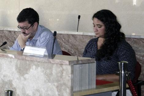 Vanesa Segura y el portavoz de IU, Rafael Esteban, en un pleno. | M.C.