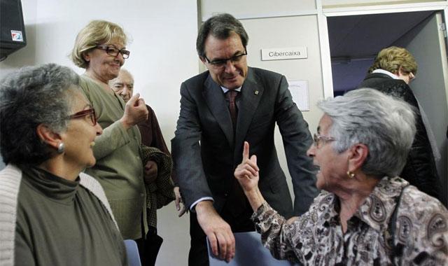 Artur Mas, en un acto con ancianos. | Reuters