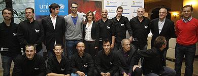 Deportistas de élite y miembros de la organización.