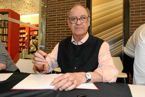 El dibujante Quino en la Feria de Sant Jordi.   E.M.