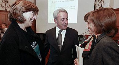 Blanca Urgell (i), Inmaculada Boneta (d), y Jose Antonio Maturana. | Efe