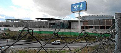 El centro comercial Nevada, en Armilla, sin terminar.   J. G. Hinchado