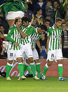 Beñat celebra su gol.   Efe