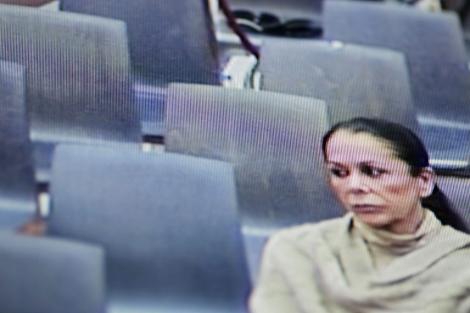 Isabel Pantoja, en una imagen del circuito de televisión de los juzgados malagueños. | Efe