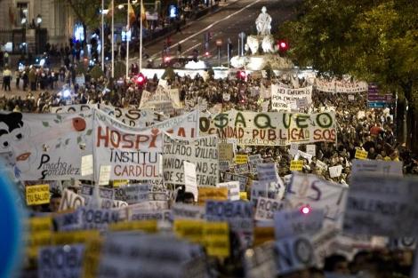Manifestación de profesionales de la Sanidad en la calle Alcalá. | Alberto di Lolli