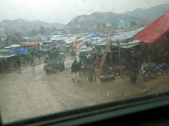 Carretera de salida de la localidad de Qala-e-now, vista desde un blindado español esta semana. | Mònica Bernabé