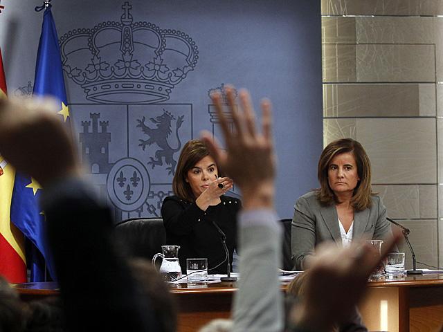 Soraya Sáenz de Santamaría y Fátima Báñez, tras el Consejo de Ministros. | J. Barbancho