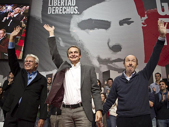 González, Zapatero y Rubalcaba en el acto de homenaje. | Alberto Di Lolli