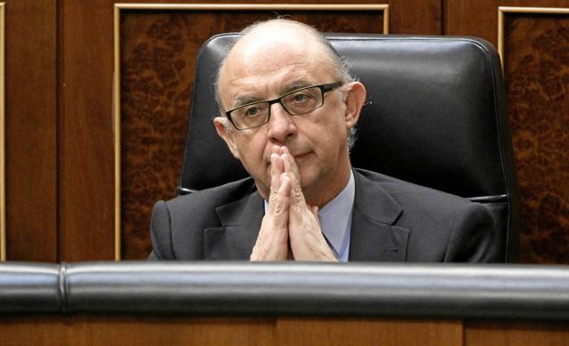 El ministro de Hacienda, Cristóbal Montoro.   Efe