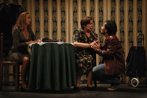 Maribel Casany, Neus Agulló y Marcos Cantó en 'Qué fem de la mare?'. | E. M.